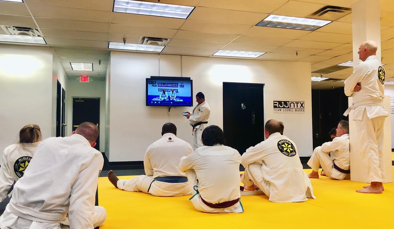 Is it possible to learn jiu-jitsu online?
